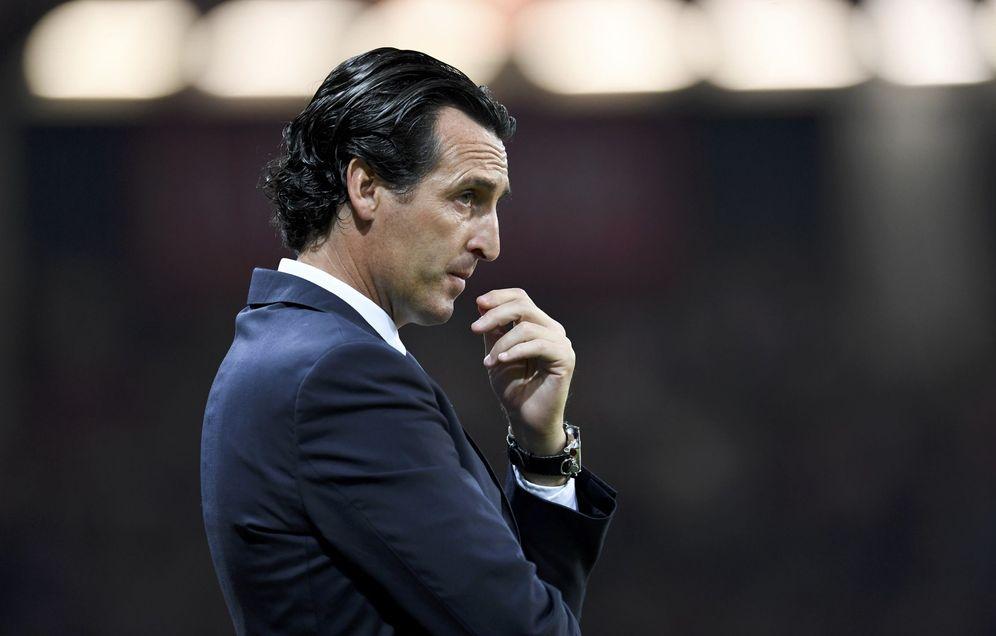 Foto: Unai Emery, pensativo durante un partido del PSG (Reuters)