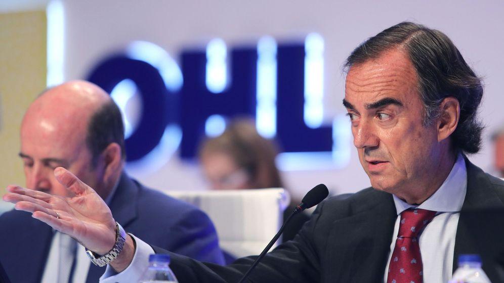 Foto: El presidente de OHL, Juan Villar-Mir de Fuentes (d), en una junta de accionistas. (EFE)
