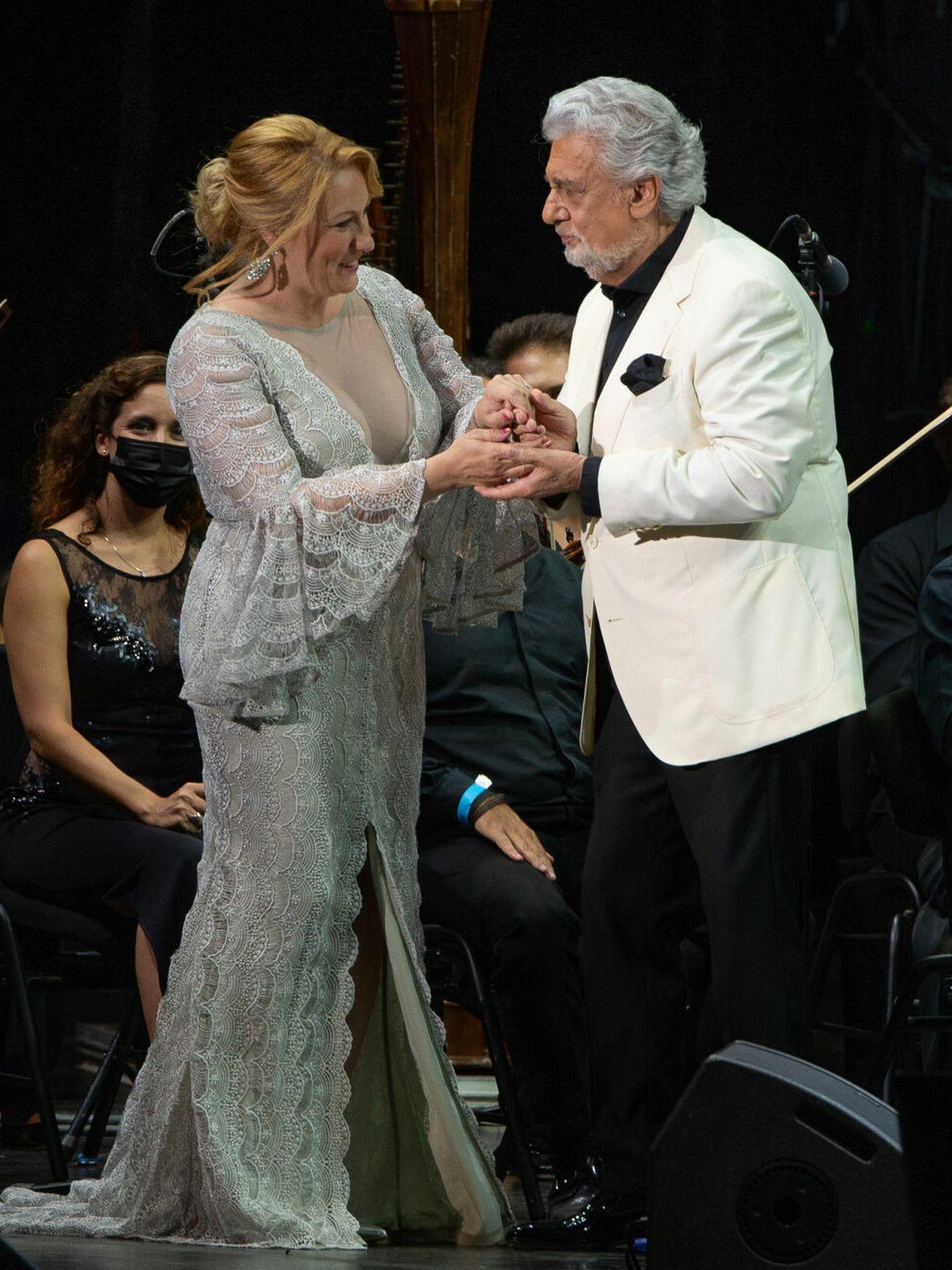 Plácido Domingo y la soprano Saioa Hernández. (EFE)
