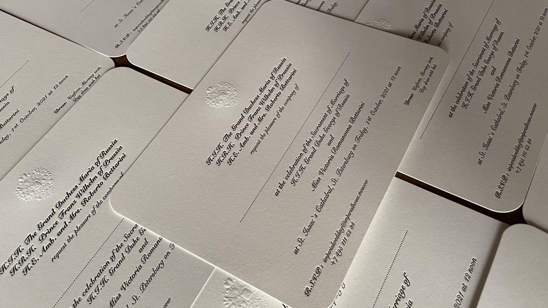Las invitaciones de boda, recién salidas de imprenta. (Foto: Cancillería de la Casa Imperial de Rusia)