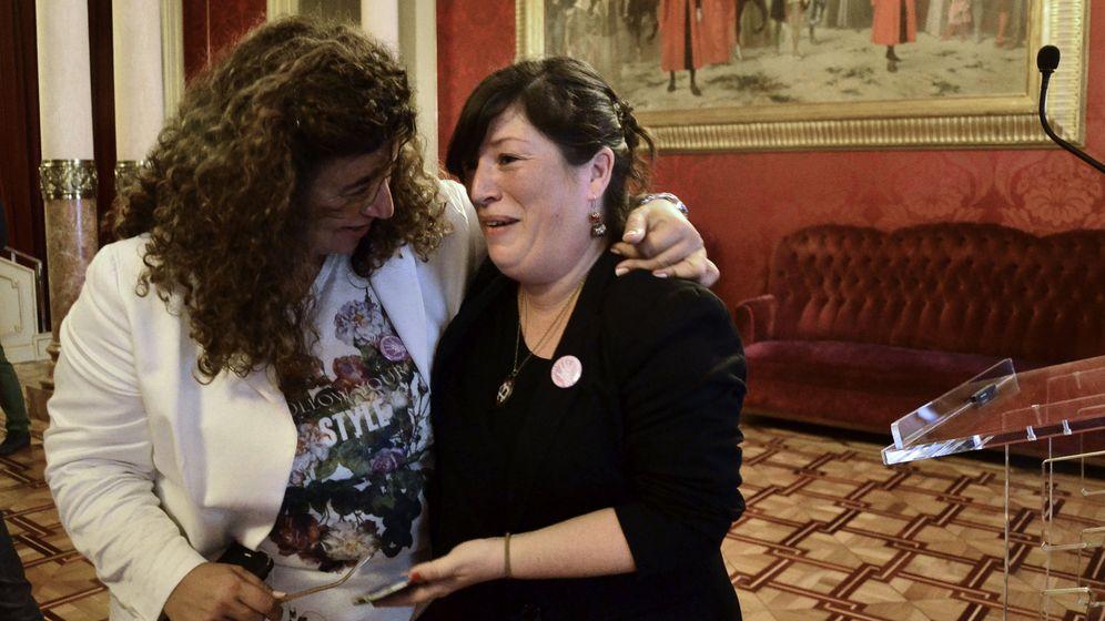 Foto: La diputada del PSOE balear se entera en el pleno que ha ganado 120.000 euros. (EFE)
