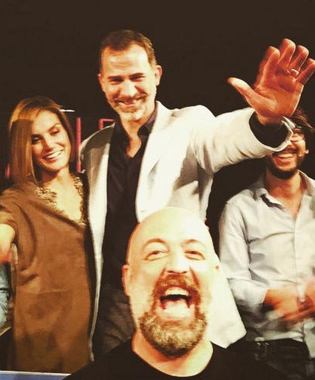 Foto: Don Felipe y Doña Letizia junto al cómico Goyo Jiménez (Instagram)