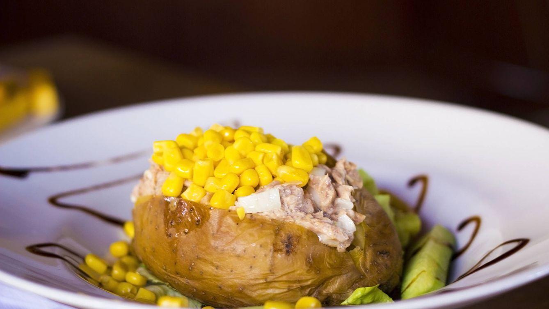 Foto: Patatas con atún. (iStock)