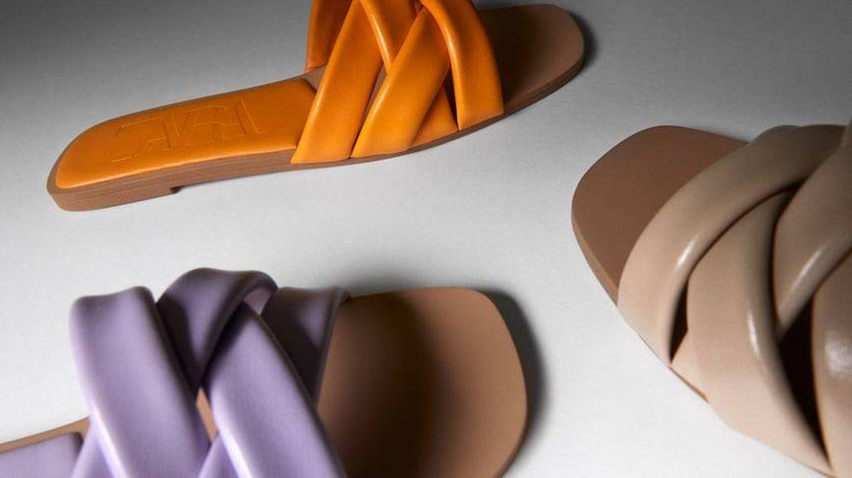 Sandalias de colores de Zara. (Cortesía)