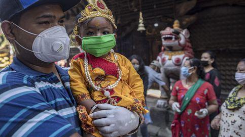 Celebran en Katmandú el festival hindú Gai Jatra dedicado a la vaca
