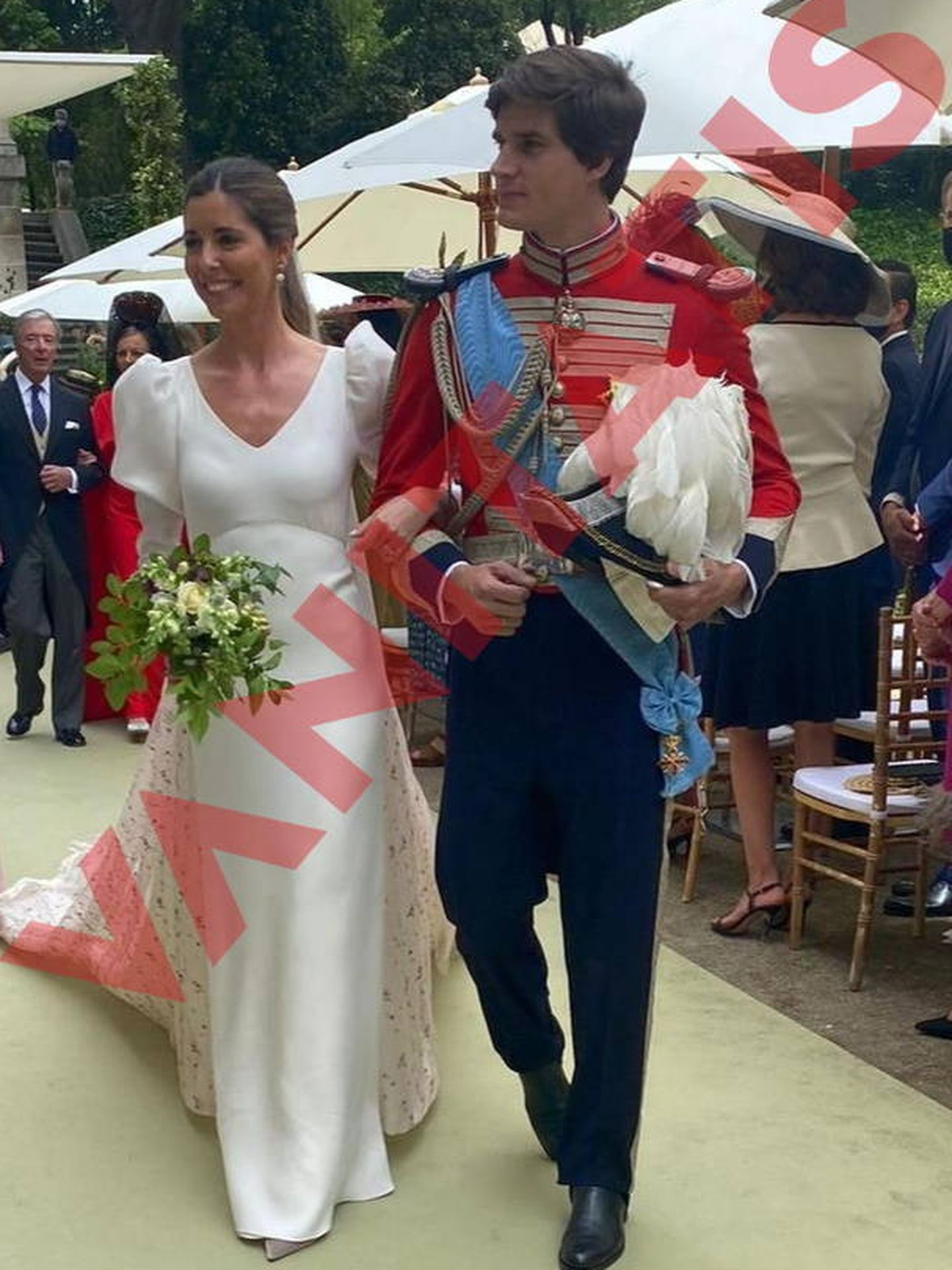 Primera foto de los novios, Carlos y Belén Corsini, recién casados. (Vanitatis)