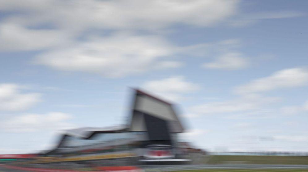 Foto: El MP4-31 de Alonso en el circuito de Silverstone (Valdrin Xhemaj/EFE).