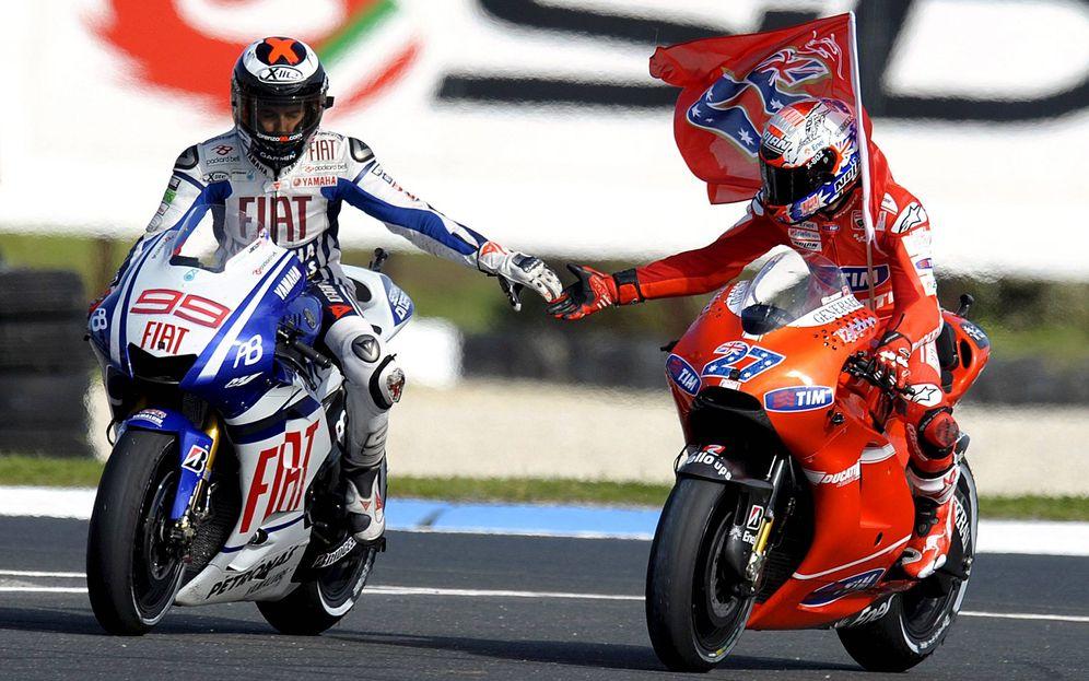 Foto: Lorenzo felicita a Stoner en el GP de Australia de 2010. (EFE)