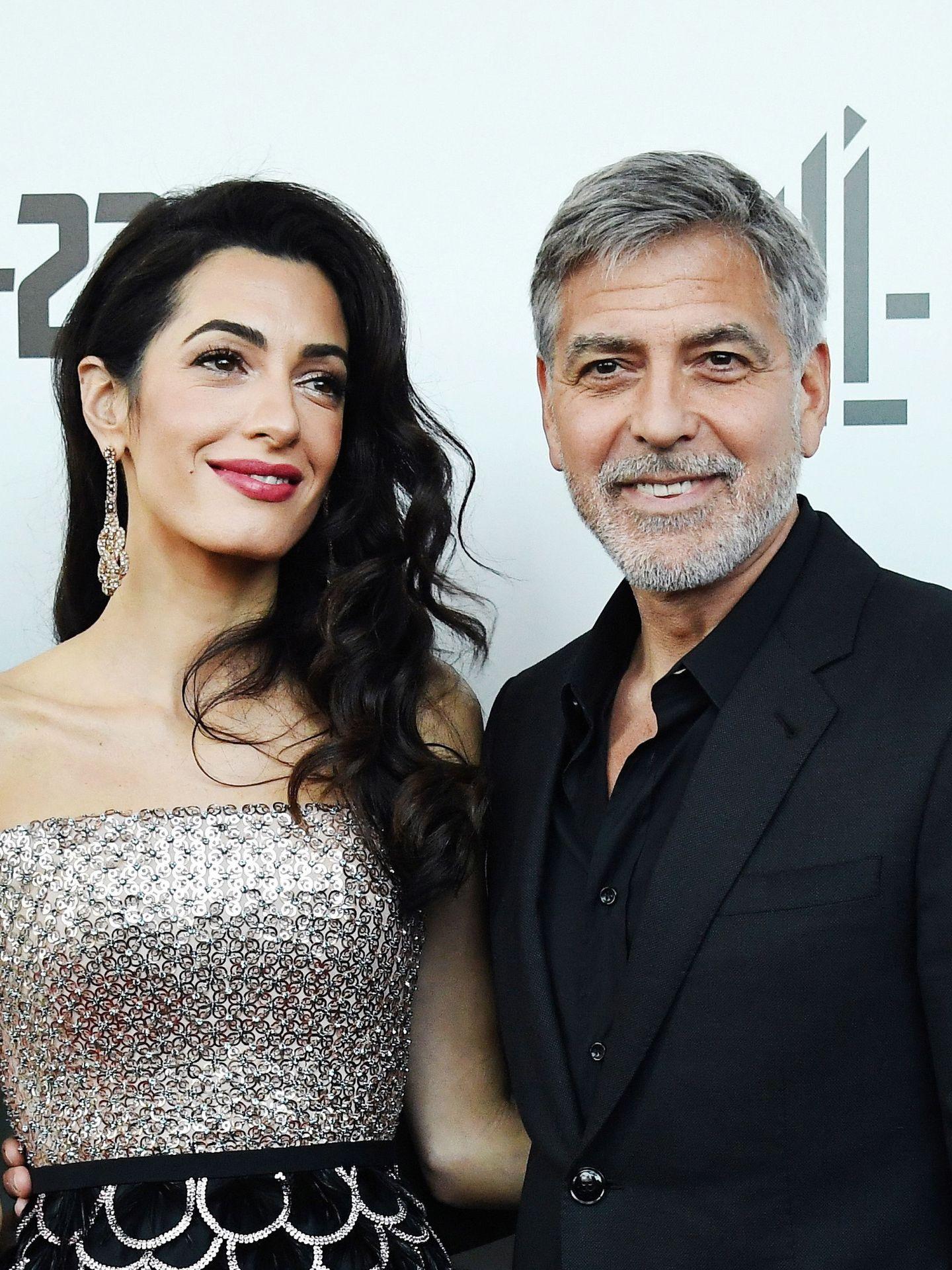 George y Amal Clooney posando para la prensa en 2019. (EFE)