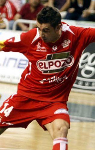 Foto: ElPozo ejerce de favorito ante un correoso rival (3-8)