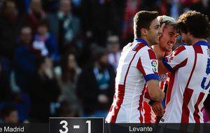 El Atlético rinde homenaje a Torres lanzando flechas en forma de gol