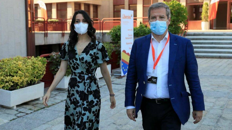 La presidenta de Cs, Inés Arrimadas, y el líder de Cs en Aragón, Daniel Pérez. (EFE)