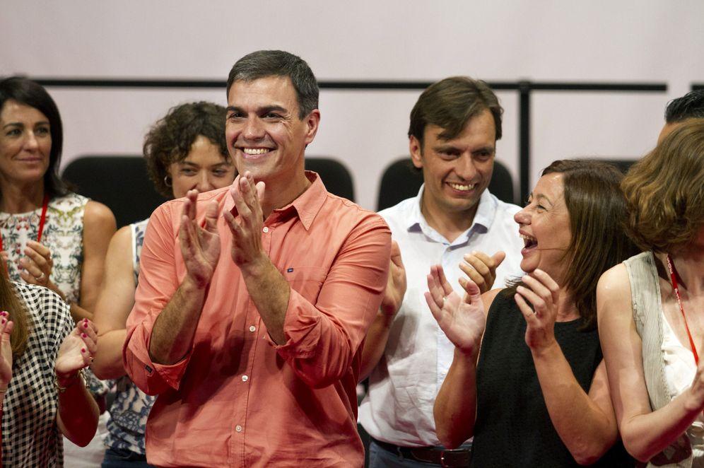 Foto: Pedro Sánchez, con la presidenta de Baleares y secretaria general del PSIB-PSOE, este 22 de julio en Palma. (EFE)
