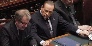 Berlusconi dimite y se desangra como líder político y empresarial