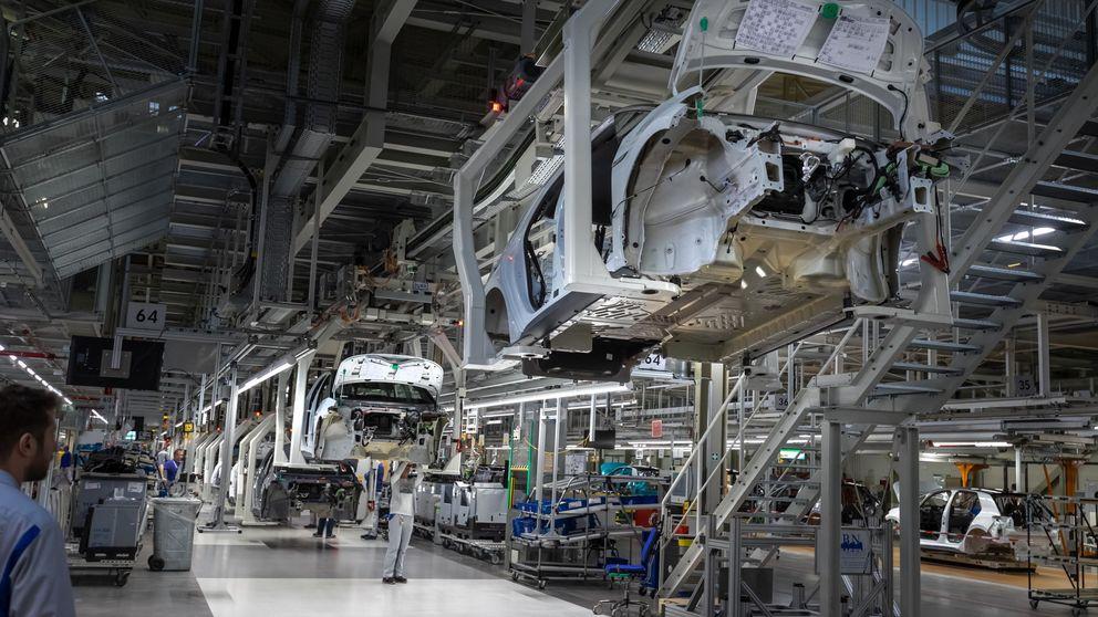 Las fábricas de la eurozona alargan su recesión y sufren retrasos por el coronavirus