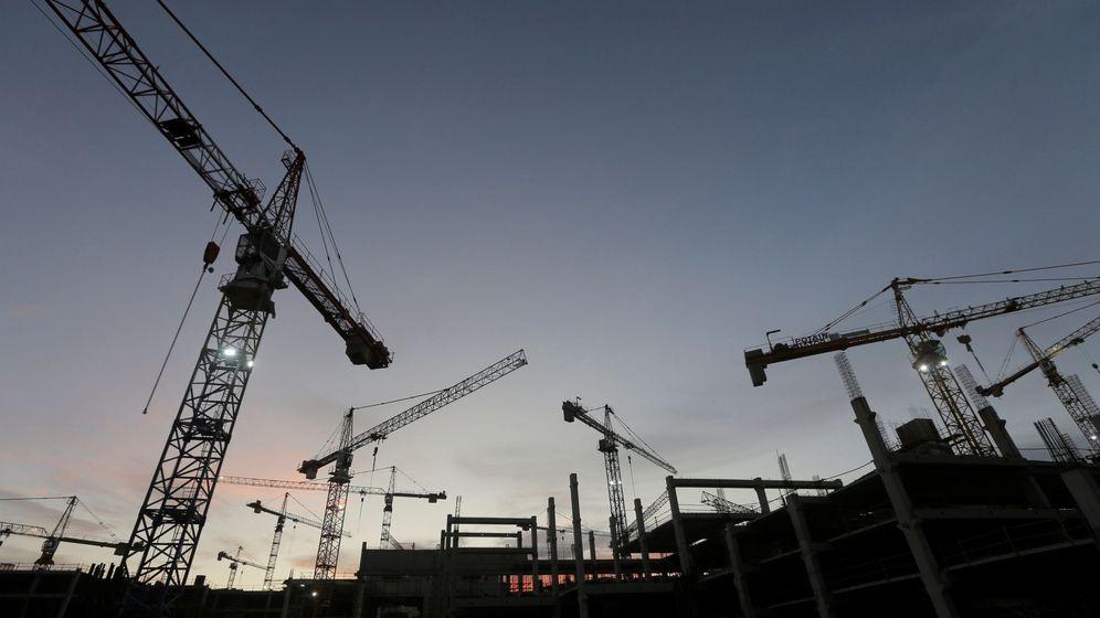 Foto: Grúas de construcción en una obra. (EFE)