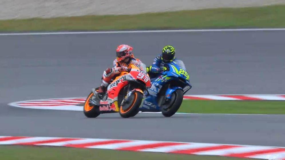 Foto: Marc Márquez cerró la trayectoria de Andrea Iannone. (MotoGP)
