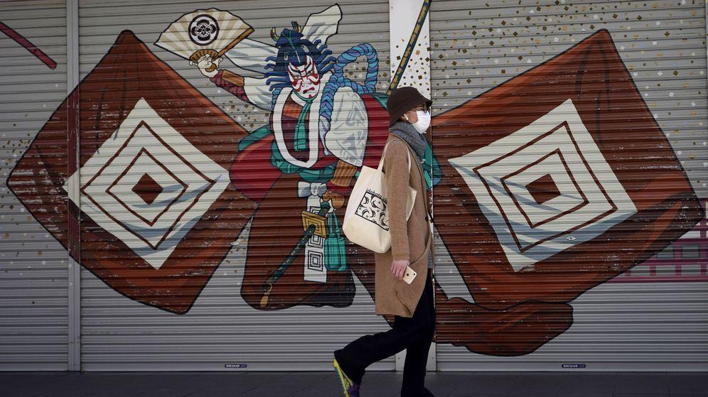 Foto: Una mujer pasea por las calles de Tokio. (EFE)
