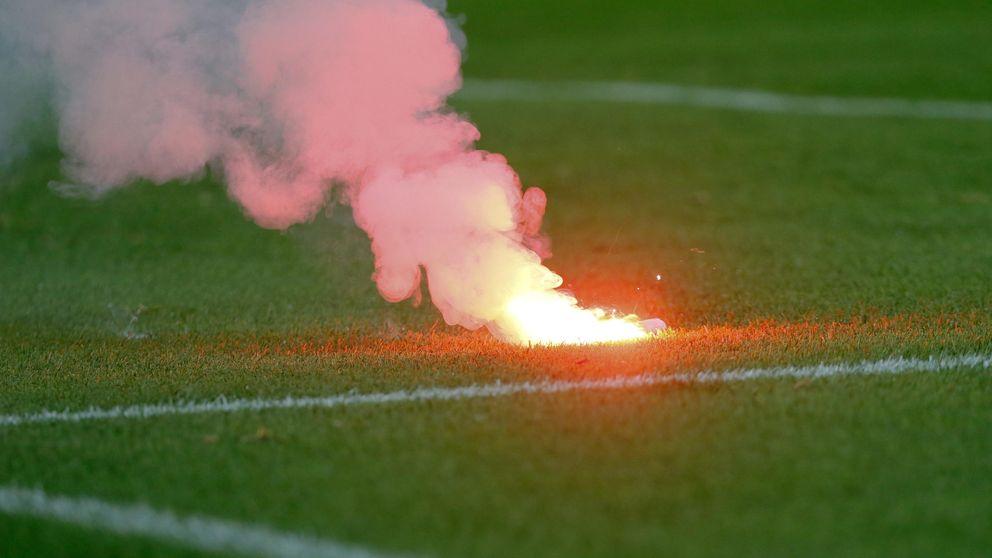 Las bengalas del Benfica dejan al Atlético al borde de una dura sanción