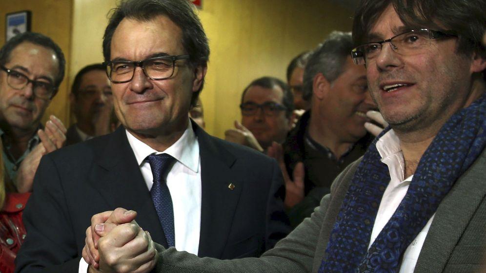 Foto: Artur Mas y Carles Puigdemont a su llegada a la sede de CDC. (EFE)