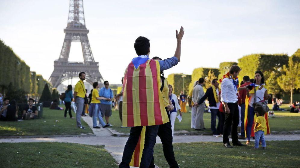 Foto: Manifestación a favor de la independencia catalana en París el día de la Diada. (Reuters)