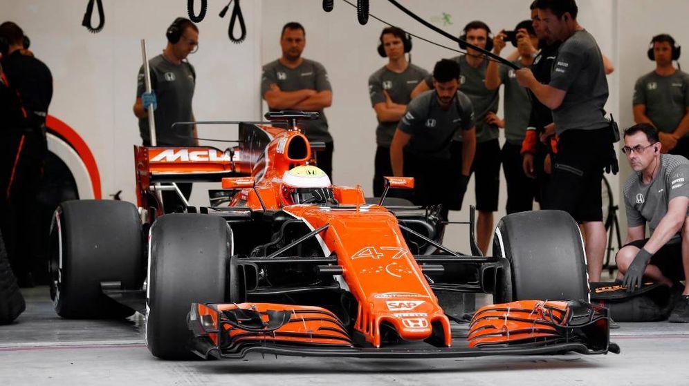 Foto: El McLaren de Oliver Turvey este martes. (Foto de @McLarenF1)