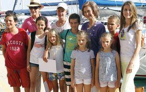 Letizia hace un guiño a la moda española en Palma de Mallorca