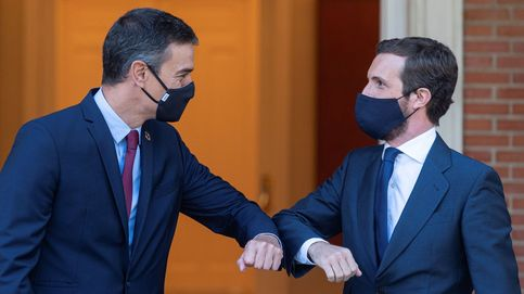 Sánchez y Casado compiten por la foto en Valencia, pero no resuelven su gran problema
