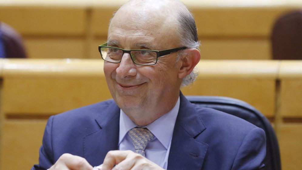 Foto: El ministro de Hacienda, Cristóbal Montoro, ayer en el Senado. (EFE)