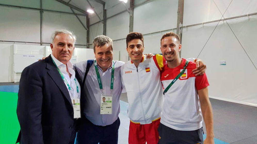 Foto: Jesús Castellanos (i) junto Miguel Cardenal y Joel Gonzaléz en los Juegos de Río 2016. (Ministerio de Educación, Cultura y Deporte)