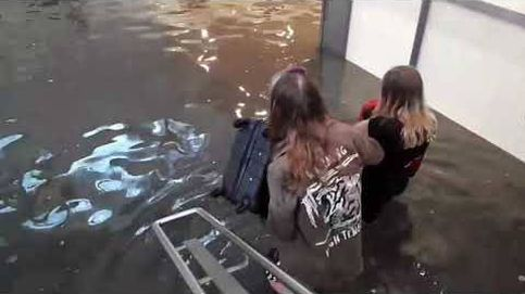 Las fuertes lluvias en Suecia convierten una estación de tren en una piscina pública