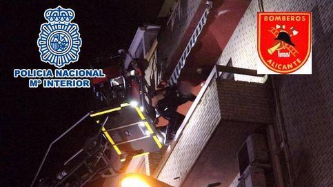 Rescatan en Alicante a una mujer retenida y amenazada en casa por su propio hijo