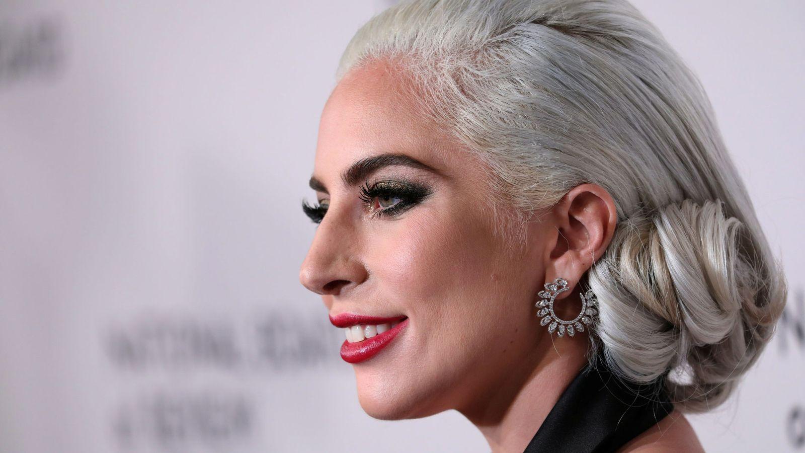 Foto: Estos aros en forma de espiral que lleva Lady Gaga son de esta marca. (Reuters)