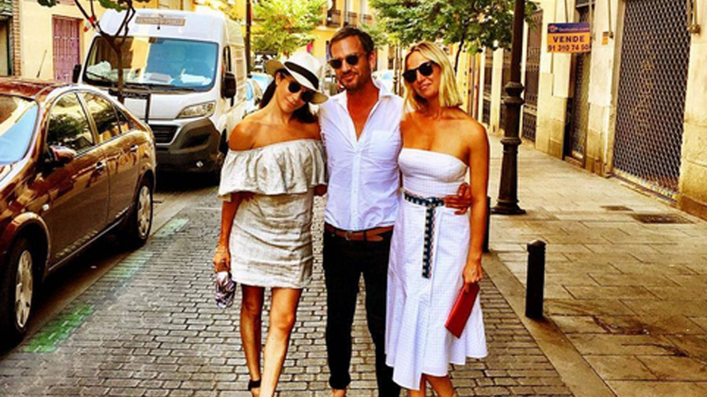 Markle en Madrid posando para sus antiguas redes sociales con amigos. (Instagram @meghanmarkle)