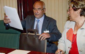 Varapalo a Guindos: el juez indemniza con 1,2 millones a la cúpula de Catalunya Banc