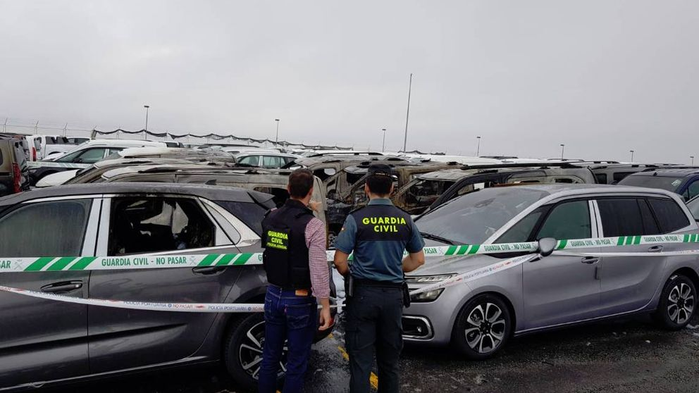 Un incendio daña medio centenar de vehículos nuevos en el Puerto de Vigo