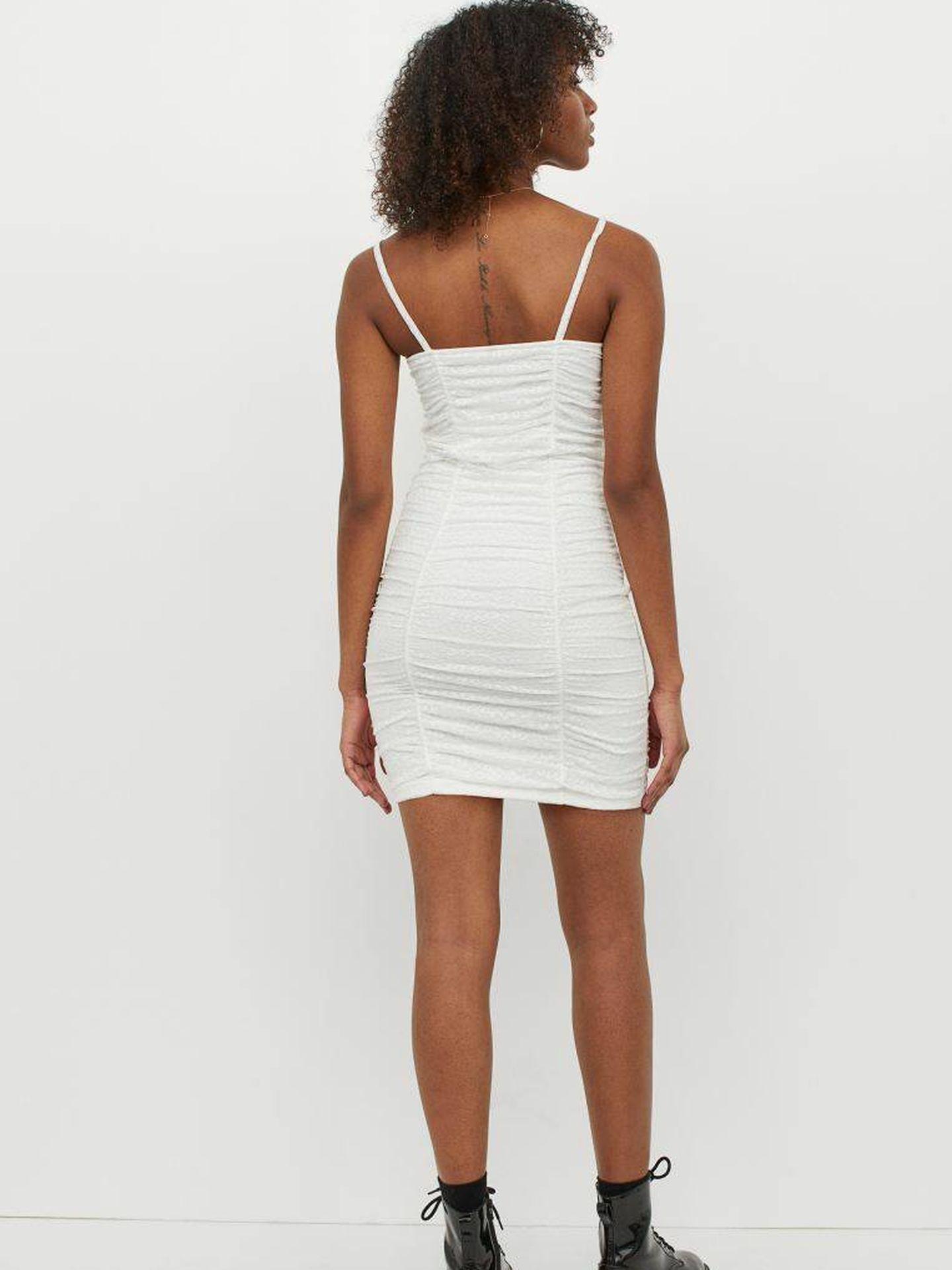 El vestido blanco de HyM para un verano con estilo. (Cortesía)