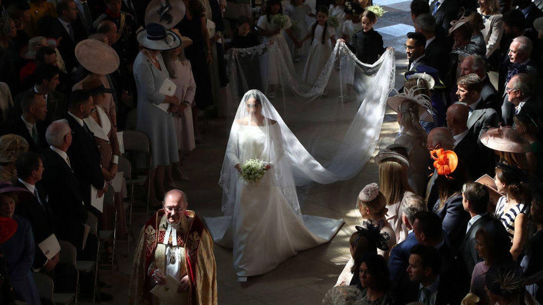 La novia, haciendo el paseíllo hasta el altar. (Getty)