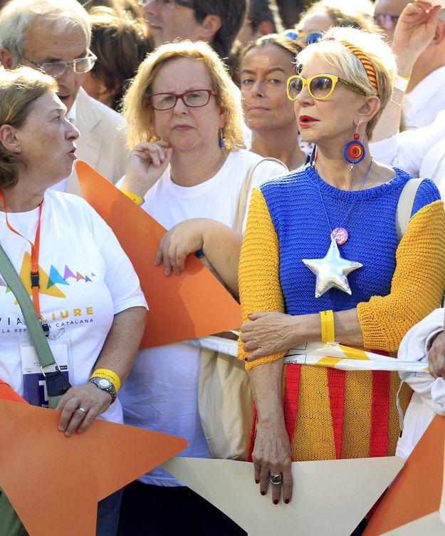 Marchante en la Via Lliure, convocada por las plataformas independentistas a favor de la secesión (EFE)
