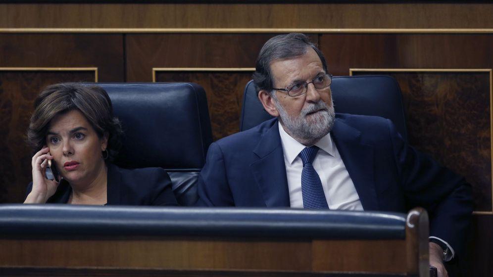 Foto: La vicepresidenta del Gobierno, Soraya Sáenz de Santamaría, y el presidente del Ejecutivo, Mariano Rajoy. (EFE)