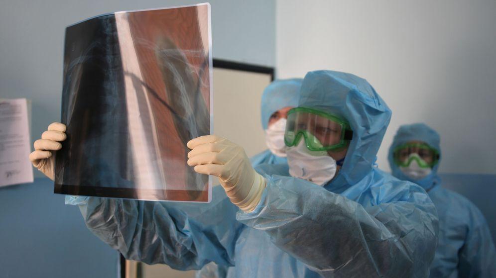Foto: Los expertos médicos estudian la conexión entre el coronavirus y el corazón. (Reuters)