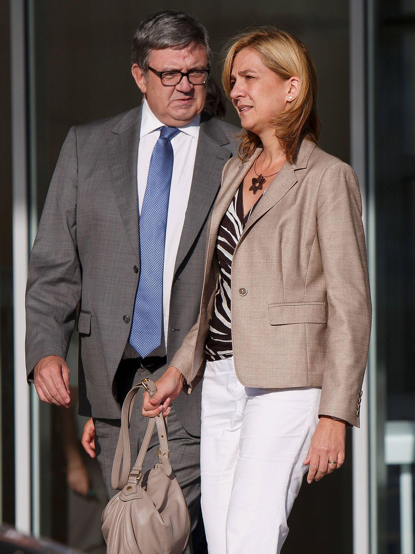 Carlos García Revenga y la infanta Cristina visitan al Rey emérito. (Getty)
