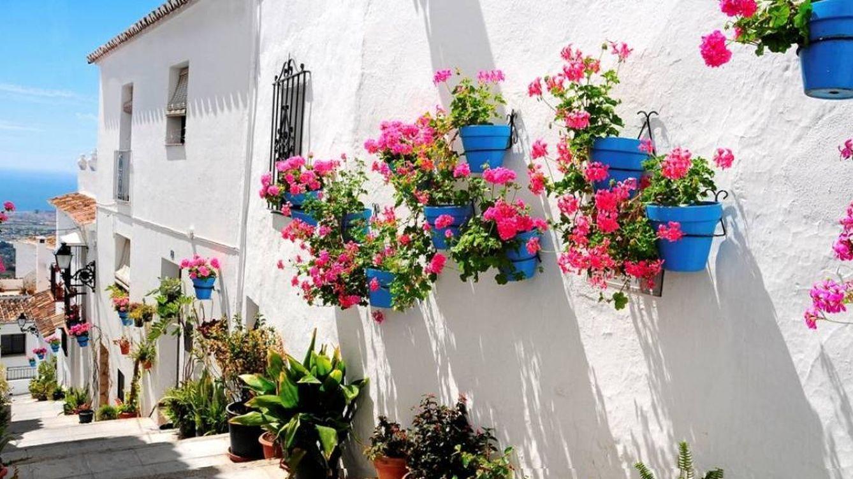 Mijas, el pueblo con más encanto (y flores) de toda la Costa del Sol