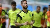 Noticia de Sergio Ramos 'huye' al trote ante el acoso de varios seguidores en un pueblo de Badajoz