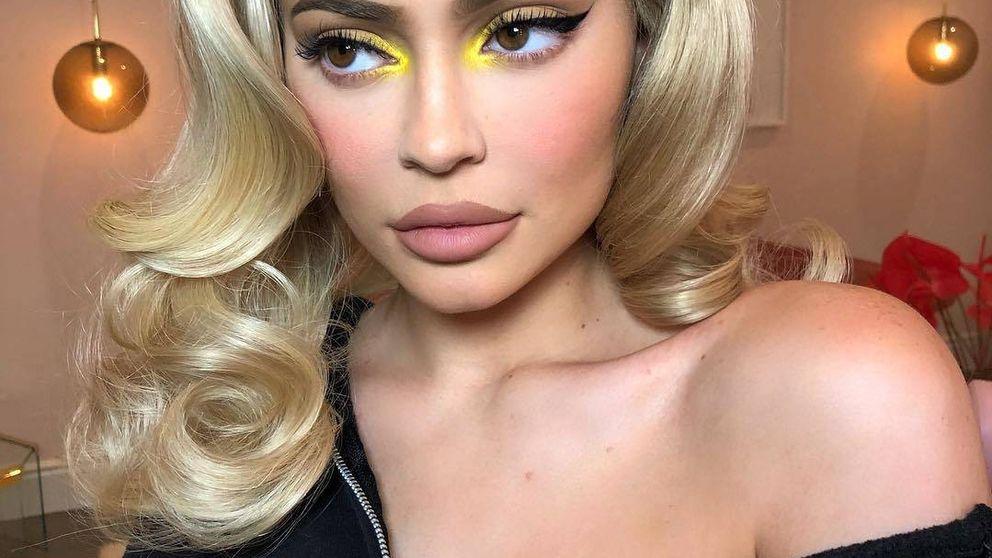 Maquillaje a tope de fluor, por Kylie Jenner