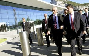 Picardo, de gira contra Rajoy, acogido por IU, PNV y ERC