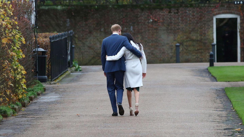 Meghan y Harry, tras anunciar su compromiso. (EFE)