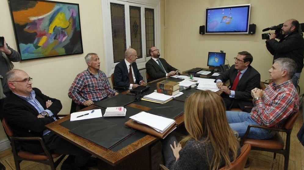 Foto: Tribunal Administrativo del Deporte, con Andreu Camps, el primero por la izquierda. (EFE)