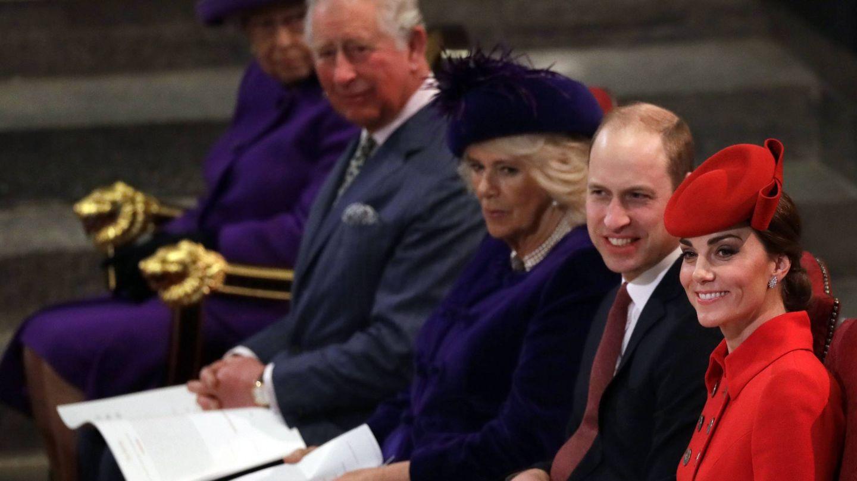 Carlos junto a Camilla, Guillermo y Kate. (Cordon Press)
