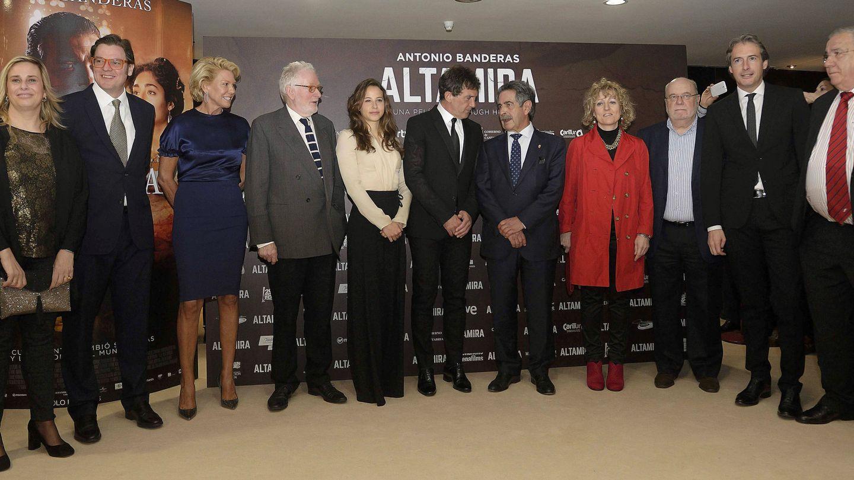Lucrecia Botín (de azul marino), en el estreno de 'Altamira'. (EFE)